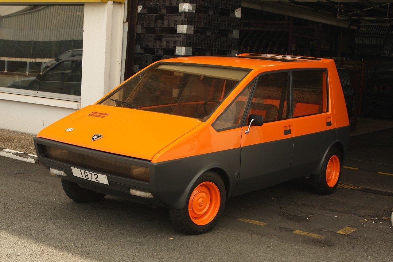 прототипът на такси peugeot 204 taxi H4-01