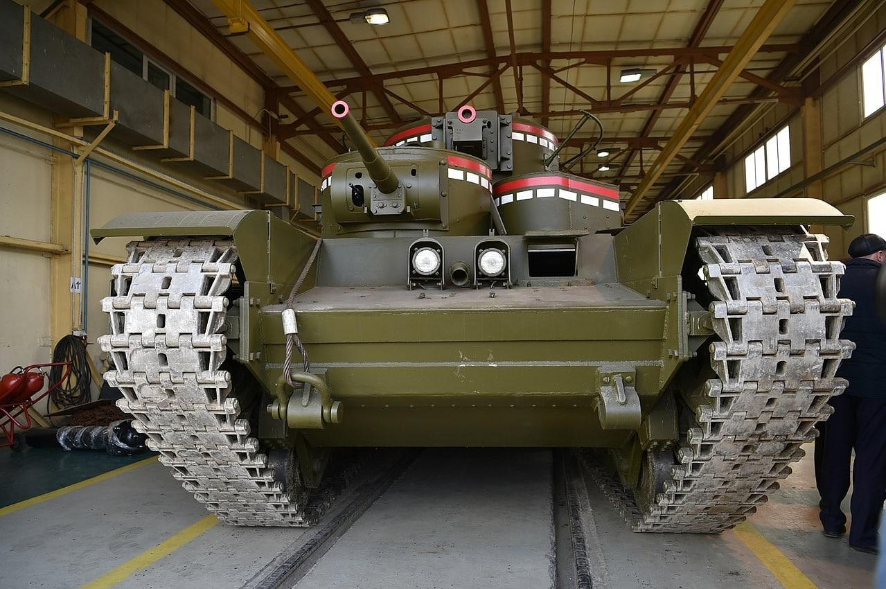 Многокуполен танк Т-35 - движещ се макет на Музея на военната техника УГМК, 2018 г.