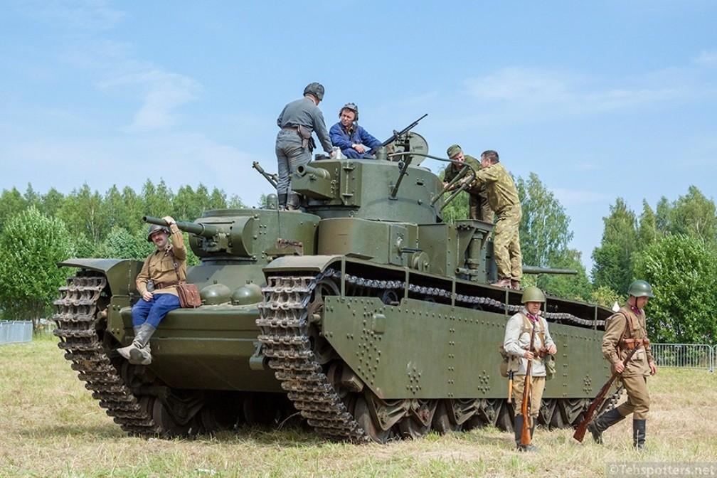 Многокуполен танк Т-35 - движещ се макет