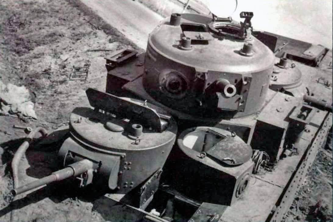 Многокуполен танк Т-35 - изглед отгоре към куполите