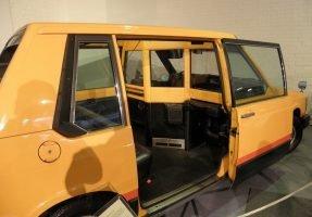 Експерименталното такси - Volvo Experimental Taxi - плъзгащата странична врата