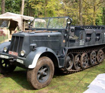 Бронираната полугъсенична машина sd.kfz.7