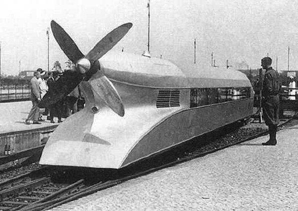 Цепелинът на релси