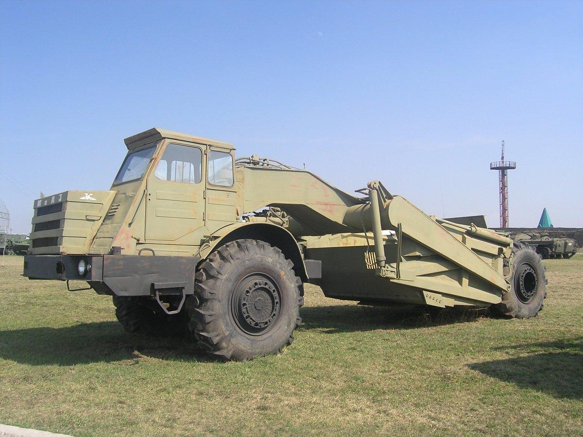 Едноосният влекач МАЗ–529