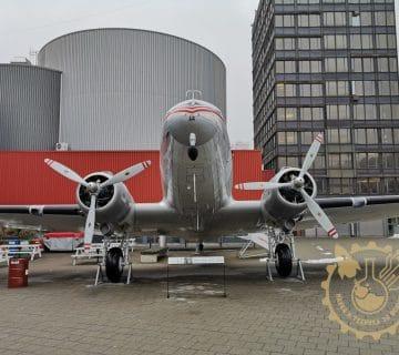 Douglas DC-3 - изглед отпред