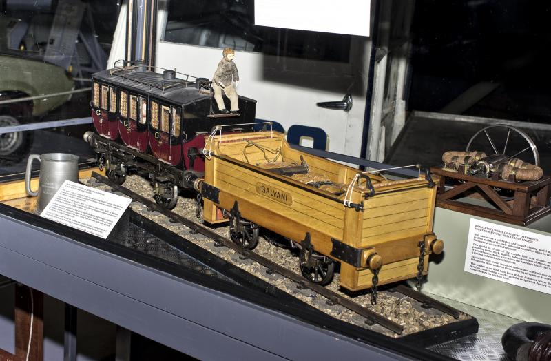 Първият електрически локомотив Галвани