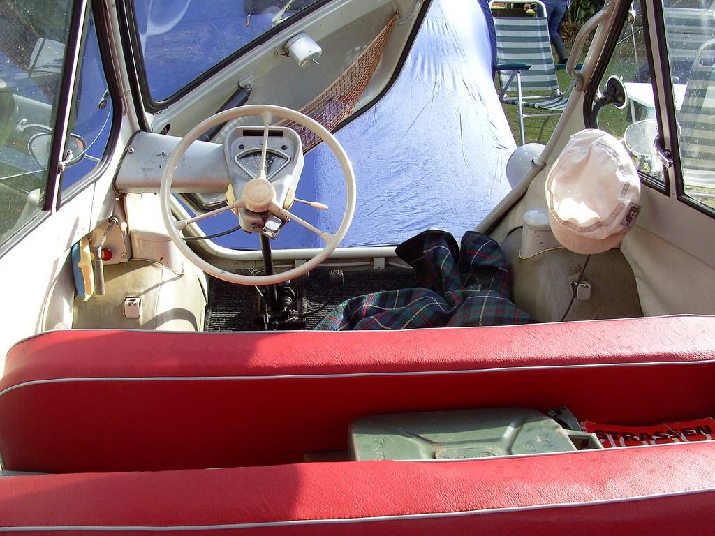 Миниавтомобилът Zündapp Janus отвътре