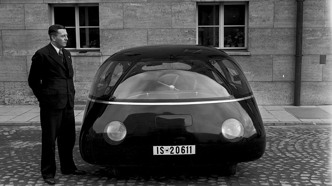 Аеродинамичният автомобил Schlörwagen изглед отпред