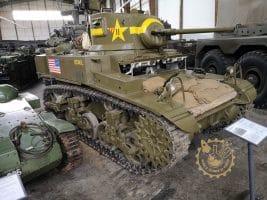 Танк M3A1 Stuart изглед отдясно