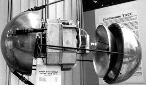 Първият изкуствен спътник на земята Спутник 1 - разглобен макет