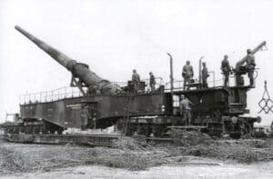 Тежкото железопътно оръдие Леополд на платформа
